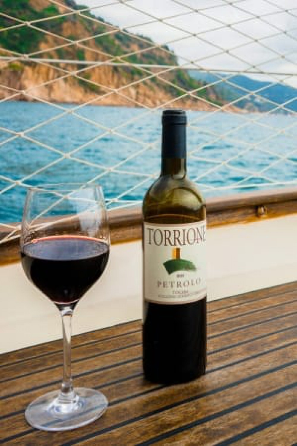 A sailing day with a bottle of Petrolo